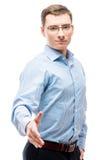 Le jeune homme d'affaires réussi prolonge une main sur un blanc Photos libres de droits