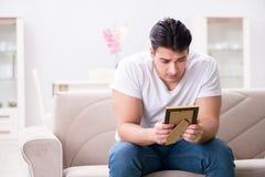 Le jeune homme dans le concept triste de valentine de saint Image libre de droits