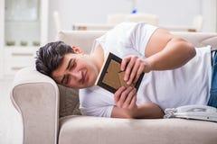 Le jeune homme dans le concept triste de valentine de saint Photos libres de droits