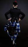 Le jeune homme dans un kilt Image stock