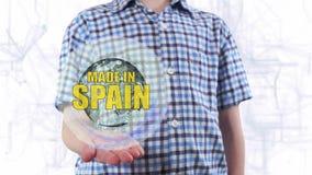 Le jeune homme montre un hologramme de la terre et du texte de planète faits dans Espagne banque de vidéos