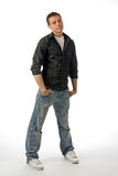 Le jeune homme posant dans le studio Image libre de droits