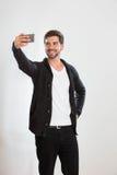 Le jeune homme prend un autoportrait Photos libres de droits