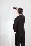 Le jeune homme prend un autoportrait Images stock