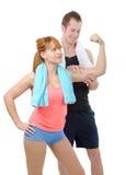 Le jeune homme regarde le biceps de son amie Photos libres de droits