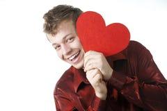 Le jeune homme s'est caché pour le coeur rouge Photographie stock