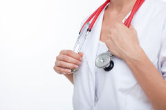 Le jeune médecin généraliste féminin gai est Photographie stock