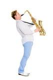 Le jeune musicien joue le saxophone Image libre de droits