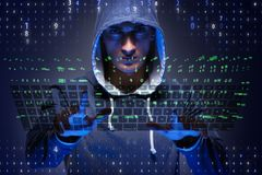 Le jeune pirate informatique dans le concept de sécurité de cyber photos stock