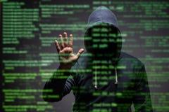 Le jeune pirate informatique dans le concept de protection des données image libre de droits