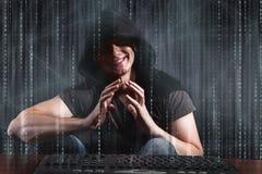 Le jeune pirate informatique dans le concept numérique de sécurité images stock