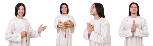 Le jeune prêtre avec la bible d'isolement sur le blanc images stock