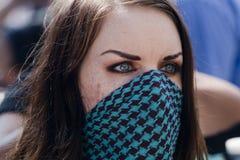 Le jeune protestataire écoute attentivement à occupent la LA Photos libres de droits