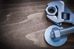 Le joint de boulon de clé réglable d'acier a fileté le vis-écrou et le scre Photos stock