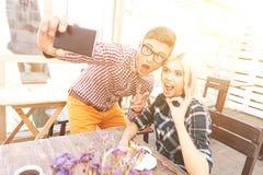 Le jolis type et fille se photographient Photographie stock