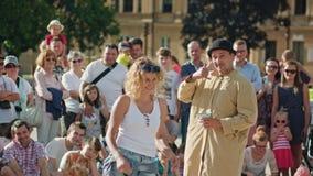 Le jongleur exécute une exposition de rue photographie stock