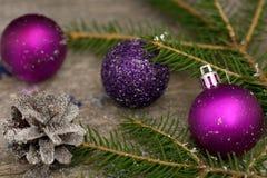 Le jouet d'arbre de Noël a modifié la tonalité le macro décor de célébration Image libre de droits