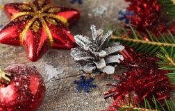 Le jouet d'arbre de Noël a modifié la tonalité le macro décor de célébration Photo stock