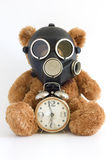 Le jouet de pépinière dans le masque de gaz. Images libres de droits