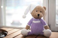 Le jouet de Teddybear a tricoté dans la technique de tricoter l'amigurumi Image stock