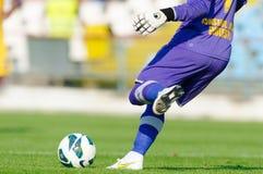 Le joueur de football inconnu exécute Photos stock