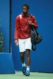Le joueur de tennis professionnel Gael Monfis des Frances entre dans Arthur Ashe Stadium avant son match 2016 de quart de finale  Photos libres de droits