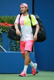 Le joueur de tennis professionnel Lucas Pouille des Frances entre dans Arthur Ashe Stadium avant son match 2016 de quart de final Photos stock