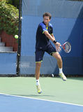 Le joueur de tennis professionnel Sergiy Stakhovsky pendant son premier rond double le match à l'US Open 2013 Image libre de droits
