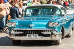 Le jour classique de défilé de voiture en mai célèbre le ressort en Suède Images libres de droits