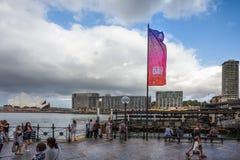 Le jour d'Australie marque le vol en Sydney Harbour Images libres de droits