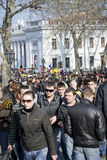Le jour d'imbécile d'avril : les gens ont l'amusement dedans au centre ville Image libre de droits