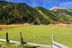 Le jour dans les Alpes autrichiens photo stock
