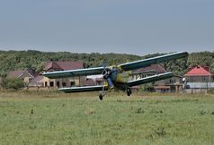 Le jour de la flotte aérienne Vols de démonstration d'An-2 image stock