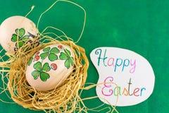 Le jour de St Patrics a inspiré la carte de Pâques heureuse d'oeufs de pâques Photo libre de droits