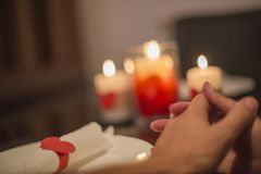 Le jour de ValentineÂ, la scène de dîner et l'amour Photographie stock
