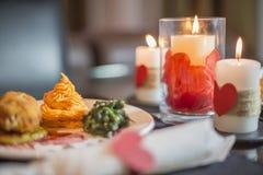 Le jour de ValentineÂ, la scène de dîner et l'amour Image stock
