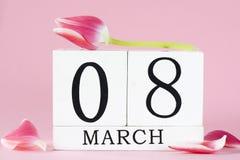 Le jour des femmes avec la fleur de tulipe Image libre de droits