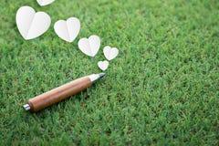 Le jour du crayon et du coeur pointus de sujet de la connaissance et d'affaires forment Images stock