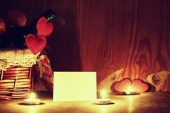Le jour du ` s de Valentine mire le vin Photos stock