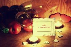 Le jour du ` s de Valentine mire le vin Image stock
