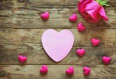 Le jour du ` s de Valentine, un rose a monté, papier d'étiquette Image libre de droits