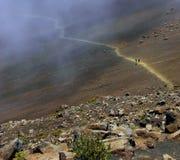 Le journal de cratère d'enroulement du volcan de Haleakala, Hawaï Images stock