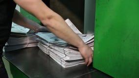 Le journal imprime le tir de la maison d'édition banque de vidéos
