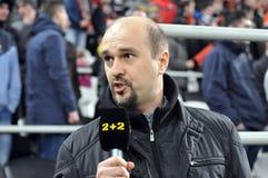 Le journaliste présente ses observations sur le match Images stock