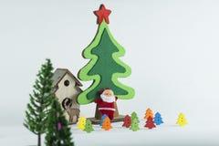 Le Joyeux Noël et la bonne année, arbre de Noël simulent sur le fond de petit morceau Photo libre de droits