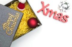 Le Joyeux Noël et le Noël textotent, chapeau de fourrure, la boule, ruban dans g noir Photos stock