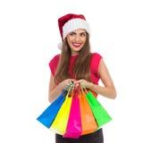 Le julflickan med shoppingpåsar fotografering för bildbyråer