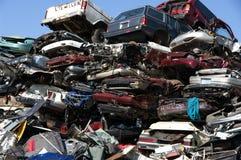 Le Junkyard a aplati des véhicules image stock