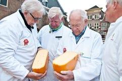 Le jury au marché de fromage à Alkmaar Photos stock