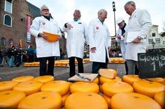 Le jury au marché de fromage à Alkmaar images libres de droits
